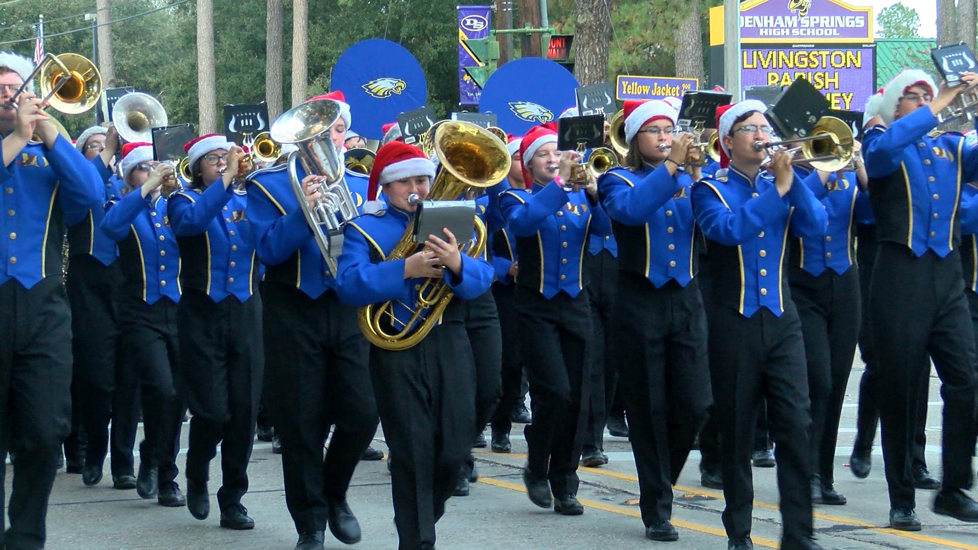 Denham Springs Christmas Parade 2021 Denham Springs Christmas Parade Draws Hundreds Of Families