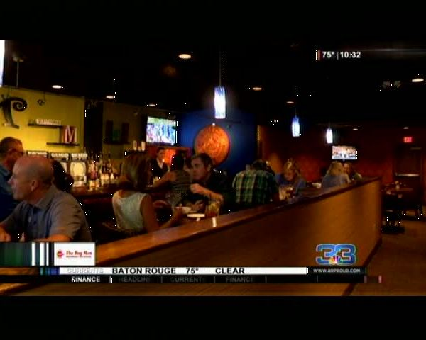 Local restaurants give to fund to help flood victims_20160829043106