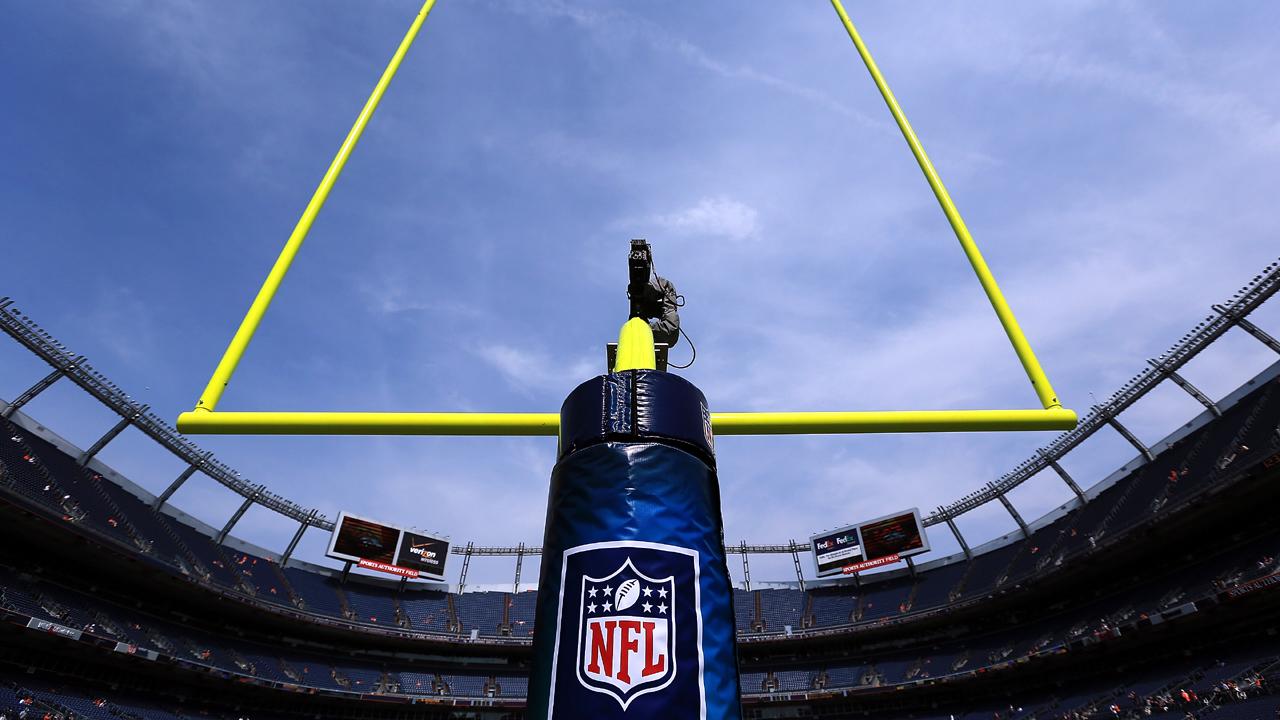 NFL Logo on goal posts-159532.jpg09808586