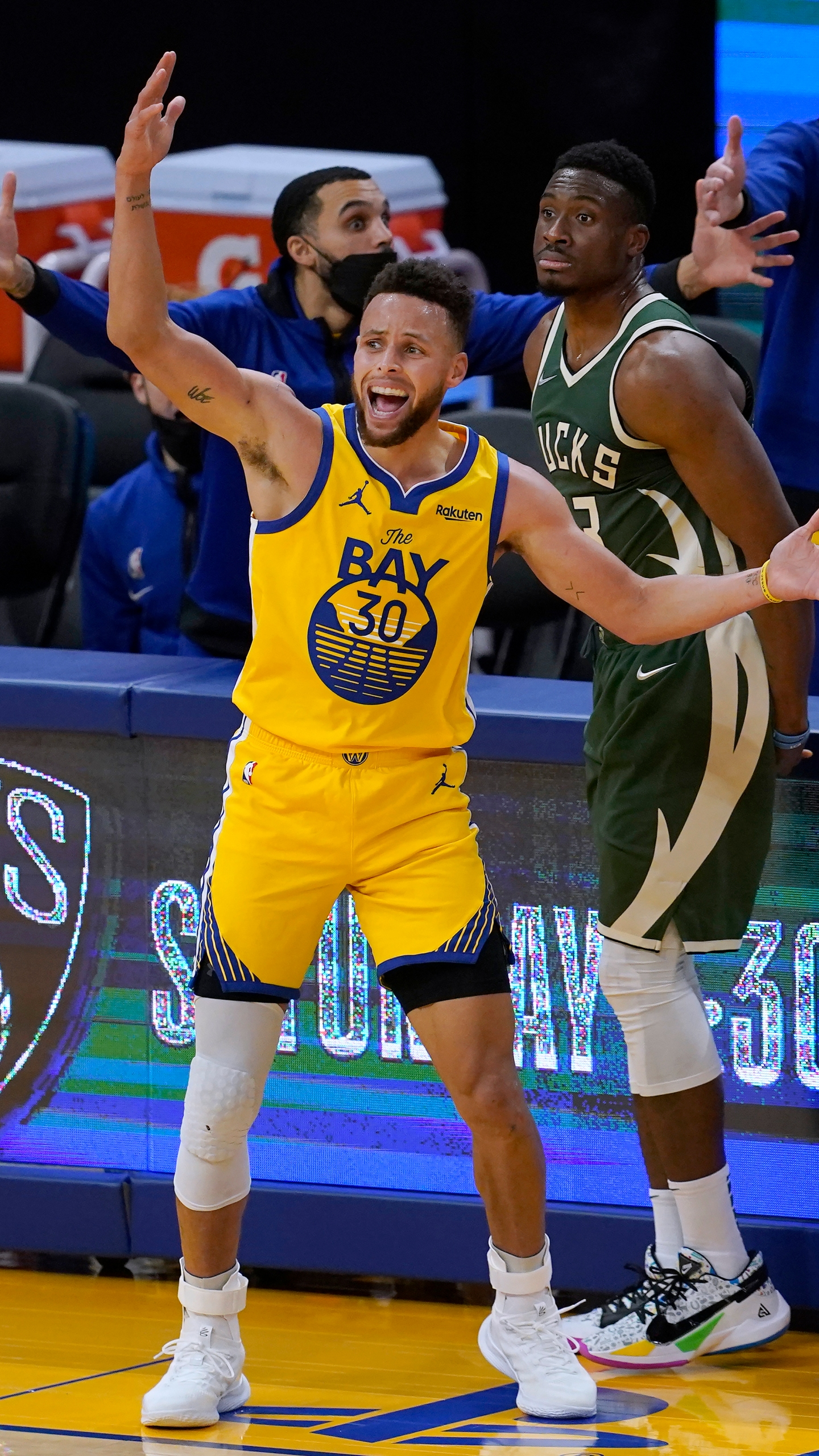 Stephen Curry, Thanasis Antetokounmpo
